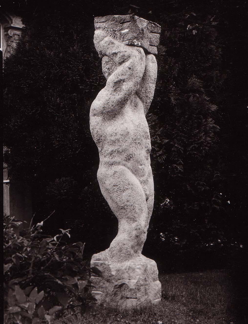 """Sisyphos"", Granit, 1989, Standort: Goethestraße 8, Lübeck"