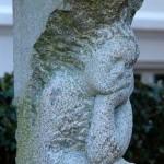 """""""Der Sammler"""", Granit, 2007, Standort: Goethestraße 8, Lübeck"""